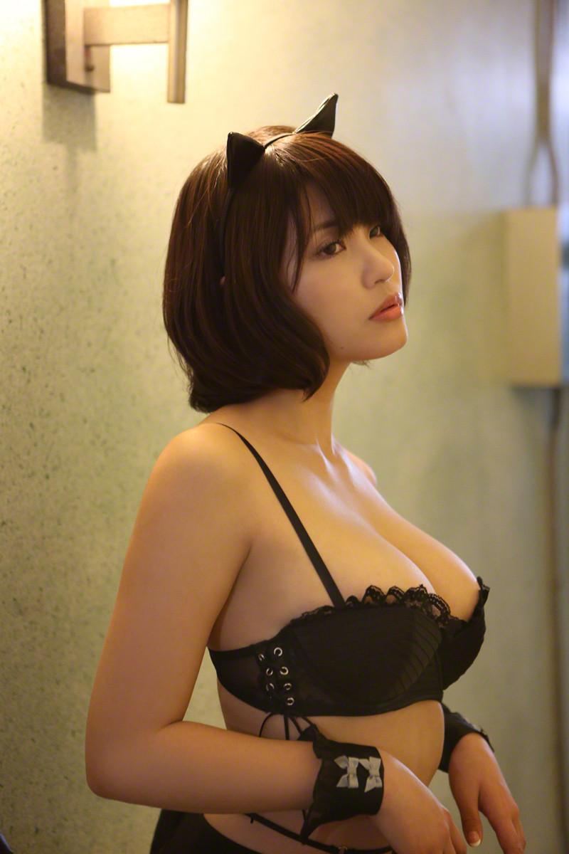【コスプレエロ画像】全裸でもコスプレとして成立w動物の耳装備した女の子www 12