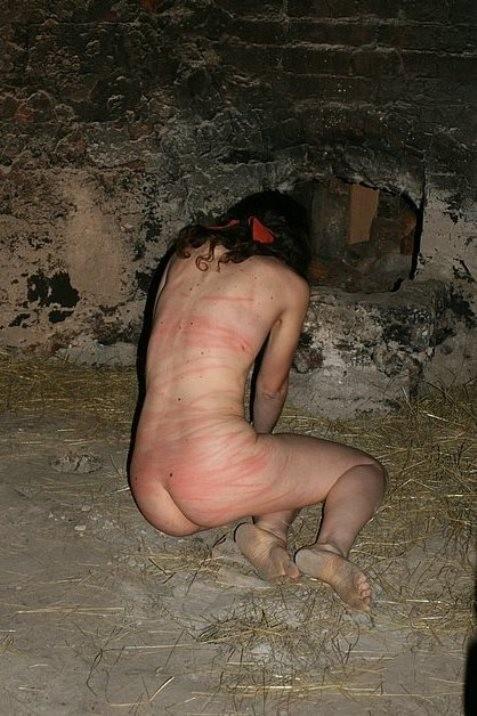 【SMエロ画像】(※閲覧注意)生活に支障が出そう…ハード折檻で傷だらけなM女の尻www 13