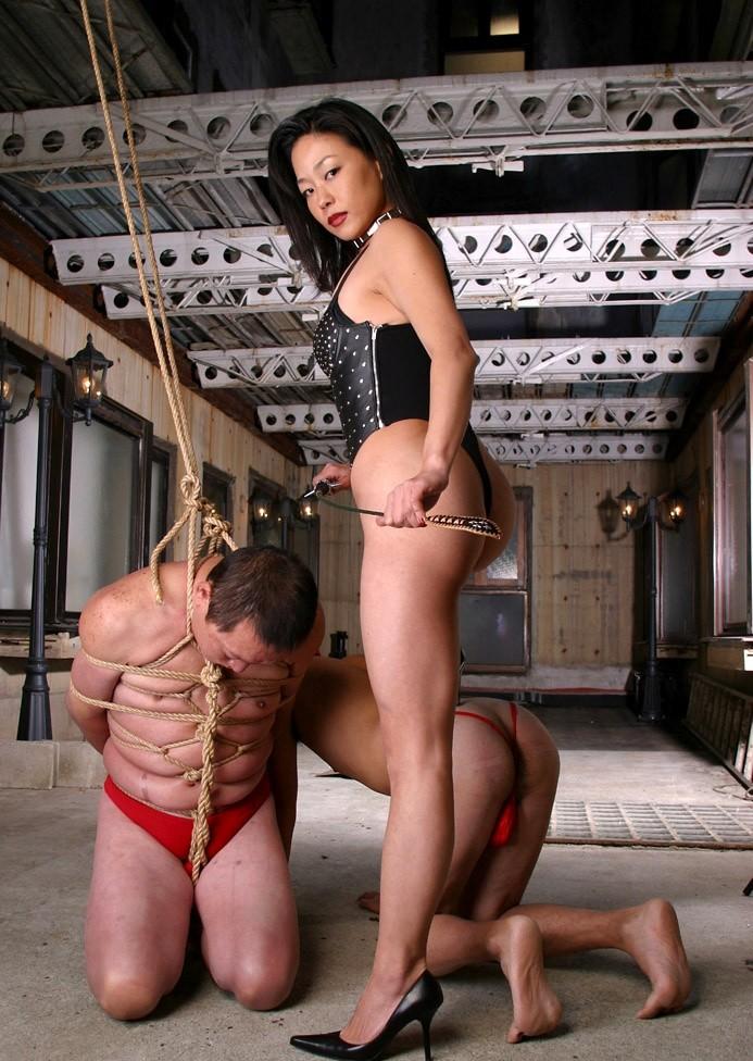 【SMエロ画像】ドSは男に容赦ないwボンデージ女王様の雄豚調教なうwww 11