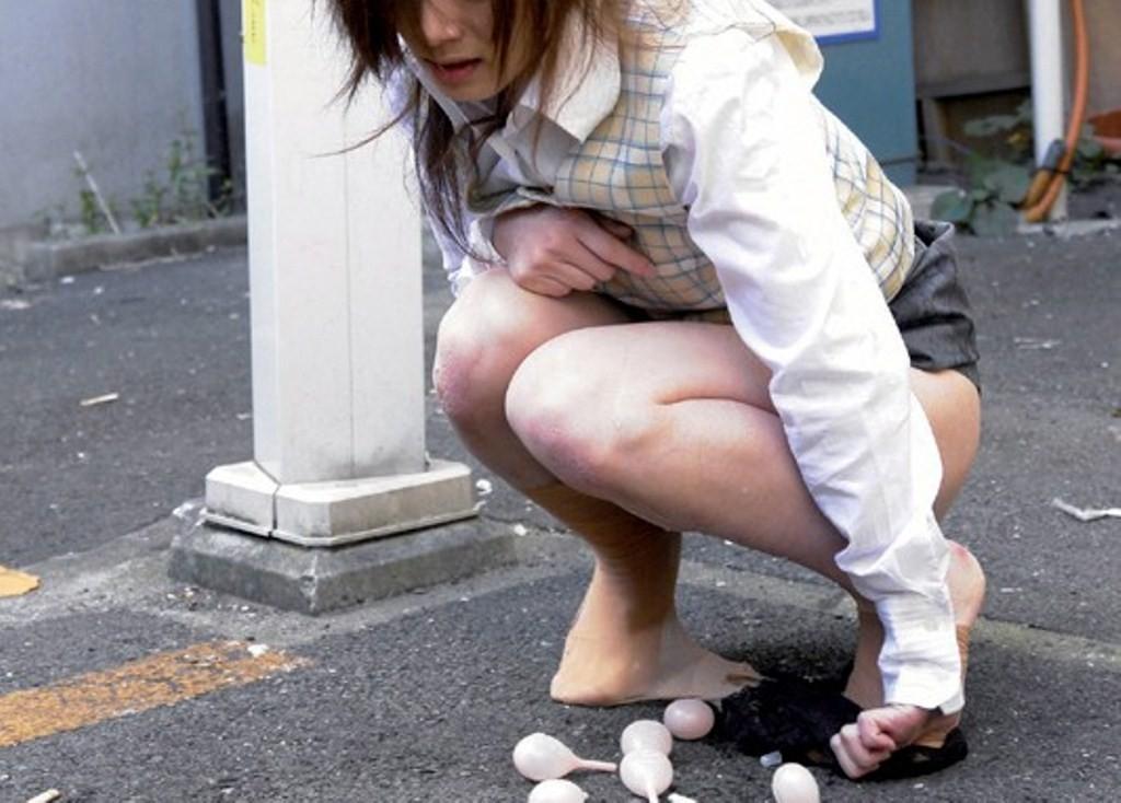 【浣腸エロ画像】この後の悲劇は考えないであげて!浣腸薬を大量投与されるM女www 06