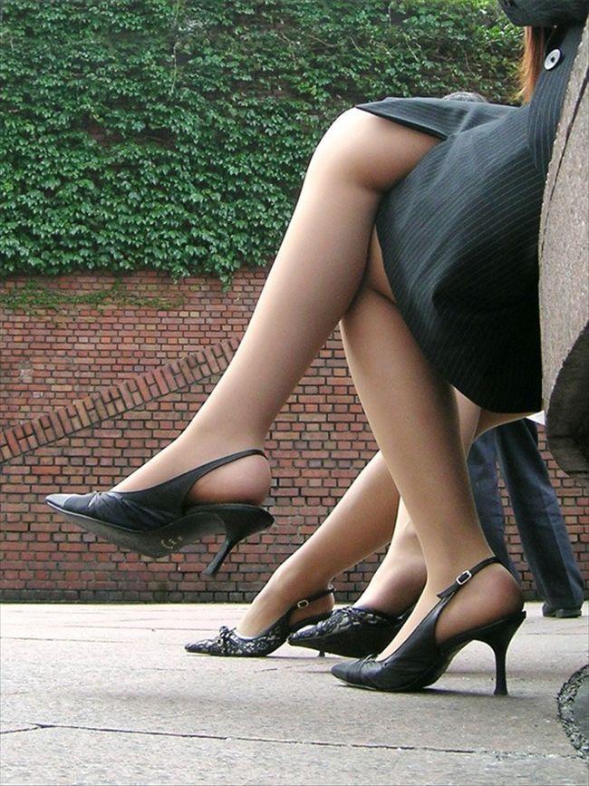 【ヒール美脚エロ画像】足蹴にされながら見上げるのが理想w鋭いヒールがよく似合う美脚www 08