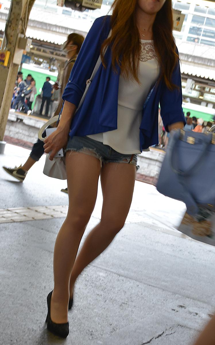 【ショーパンエロ画像】イイ尻と脚を惜しみなく見せるショーパン女子のありがたみwww 02