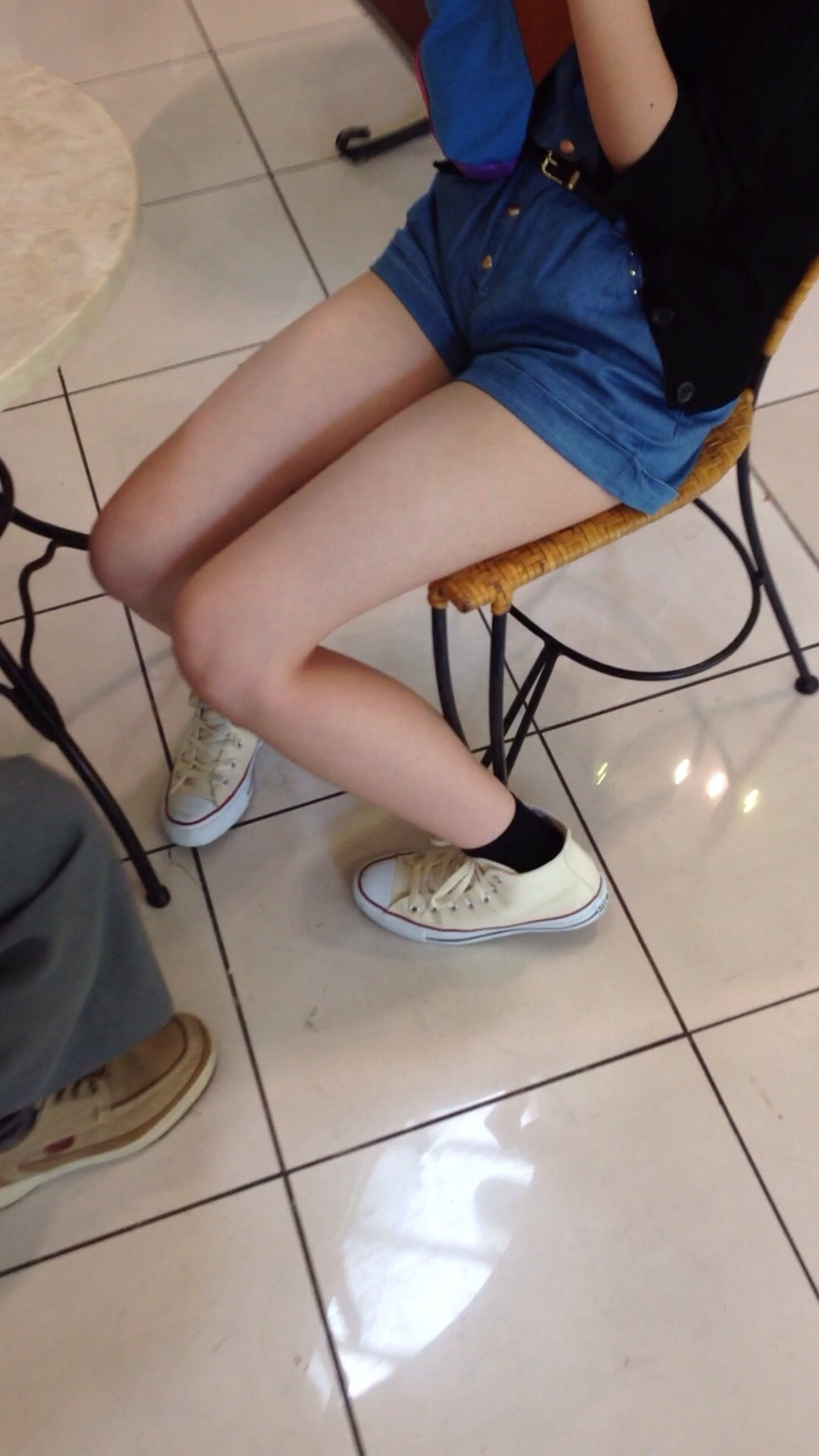 【ショーパンエロ画像】イイ尻と脚を惜しみなく見せるショーパン女子のありがたみwww 05