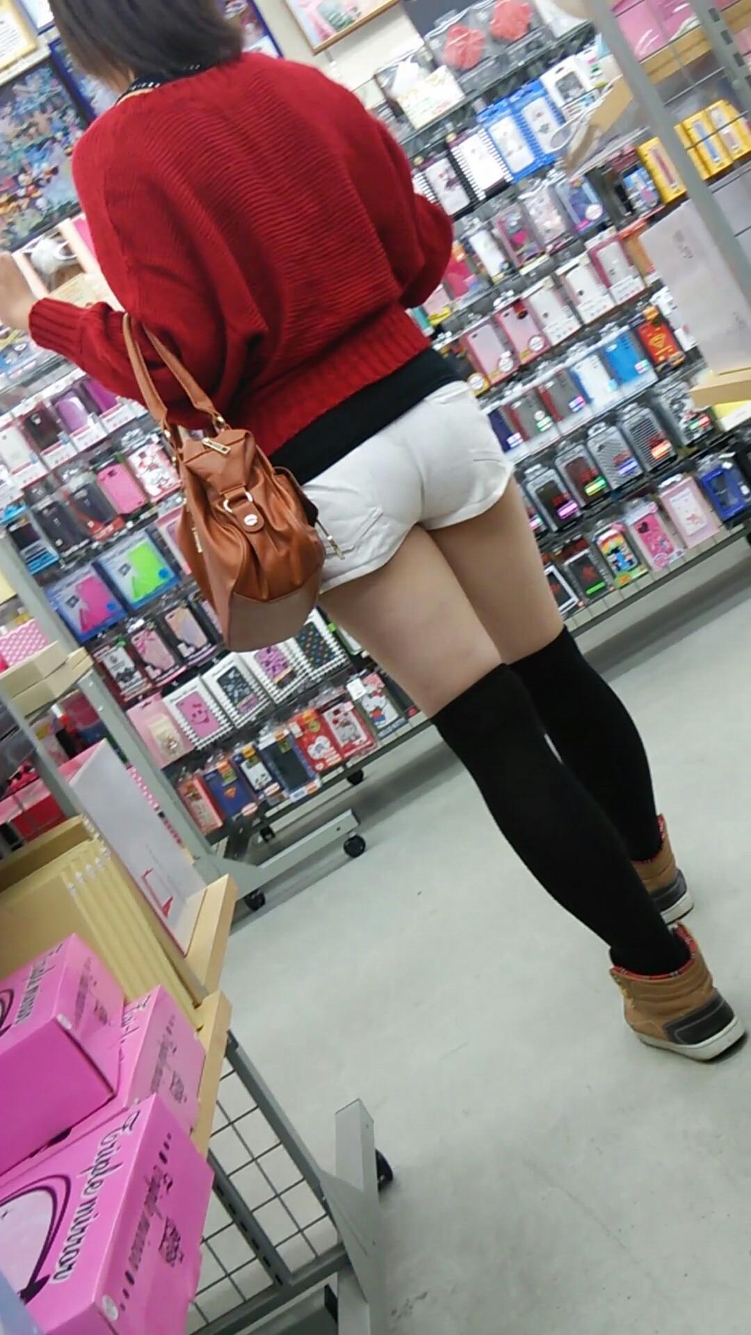 【ショーパンエロ画像】イイ尻と脚を惜しみなく見せるショーパン女子のありがたみwww 06
