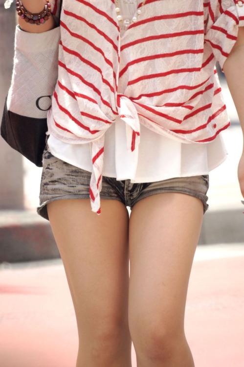 【ショーパンエロ画像】イイ尻と脚を惜しみなく見せるショーパン女子のありがたみwww 11