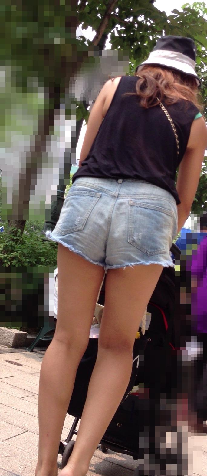 【ショーパンエロ画像】イイ尻と脚を惜しみなく見せるショーパン女子のありがたみwww 16
