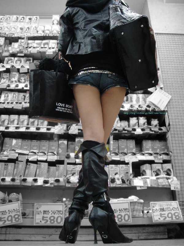 【ショーパンエロ画像】イイ尻と脚を惜しみなく見せるショーパン女子のありがたみwww 20