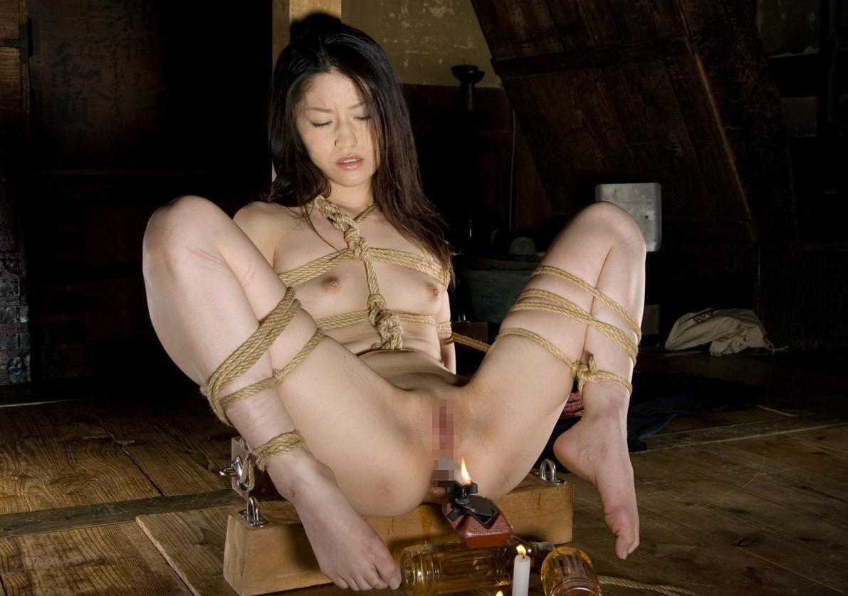 【SMエロ画像】際立ったムッチリ肉が卑猥…と思えたら才覚アリな緊縛女体www 18