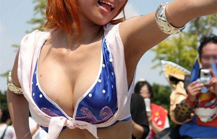 【コスプレエロ画像】乳出しパンモロは標準wファッション過激なレイヤー観察www 001