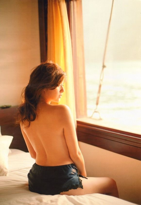 【背中フェチエロ画像】何もないようで実は…まさぐって性感帯探したい綺麗な背中www 16