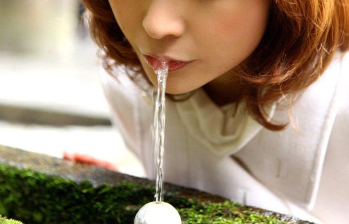 【疑似エロ画像】まるで舌先で弄んでいるみたい…ナニを!?妄想用な女子の飲食www 001