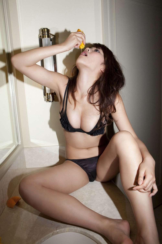 【疑似エロ画像】まるで舌先で弄んでいるみたい…ナニを!?妄想用な女子の飲食www 02