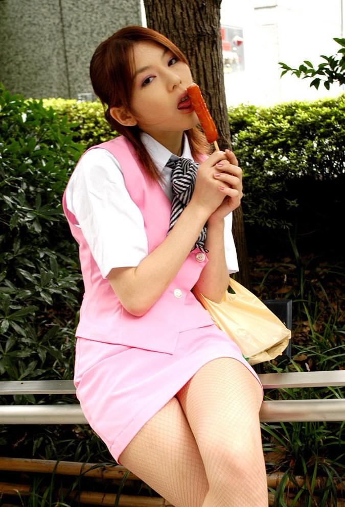 【疑似エロ画像】まるで舌先で弄んでいるみたい…ナニを!?妄想用な女子の飲食www 16