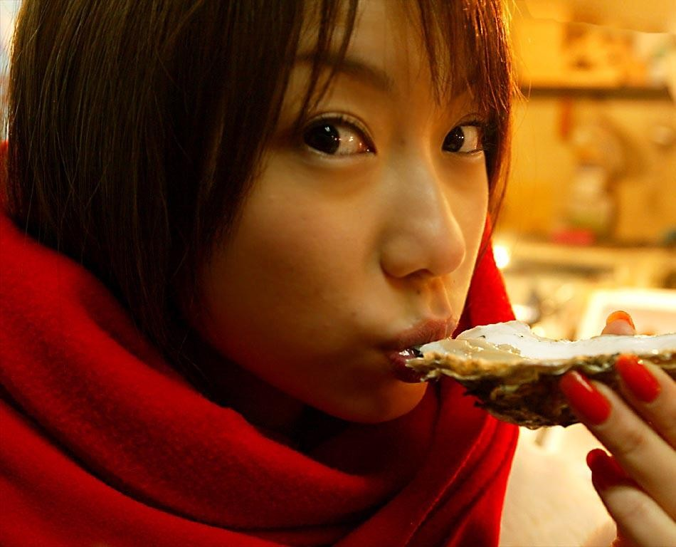 【疑似エロ画像】まるで舌先で弄んでいるみたい…ナニを!?妄想用な女子の飲食www 18