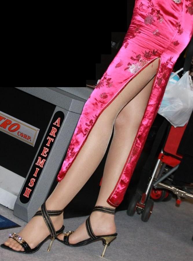 【コスプレエロ画像】真似できないこのスリット!美脚の魅せ方に定評あるチャイナドレスwww 13