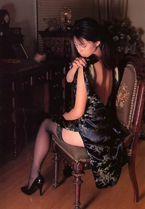 【コスプレエロ画像】真似できないこのスリット!美脚の魅せ方に定評あるチャイナドレスwww 18