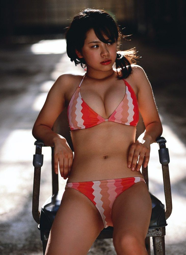 【グラドルエロ画像】欲しくてたまらない体しおって…第一印象でヤリたい肉体のアイドルwww 05