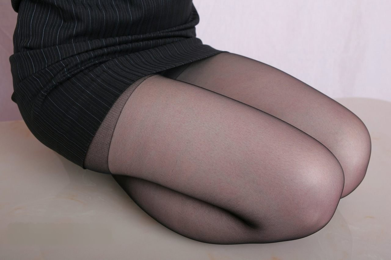 【太ももエロ画像】ふかふかしながら眠らせて…膝枕候補のムッチリ太ももは不滅www 11