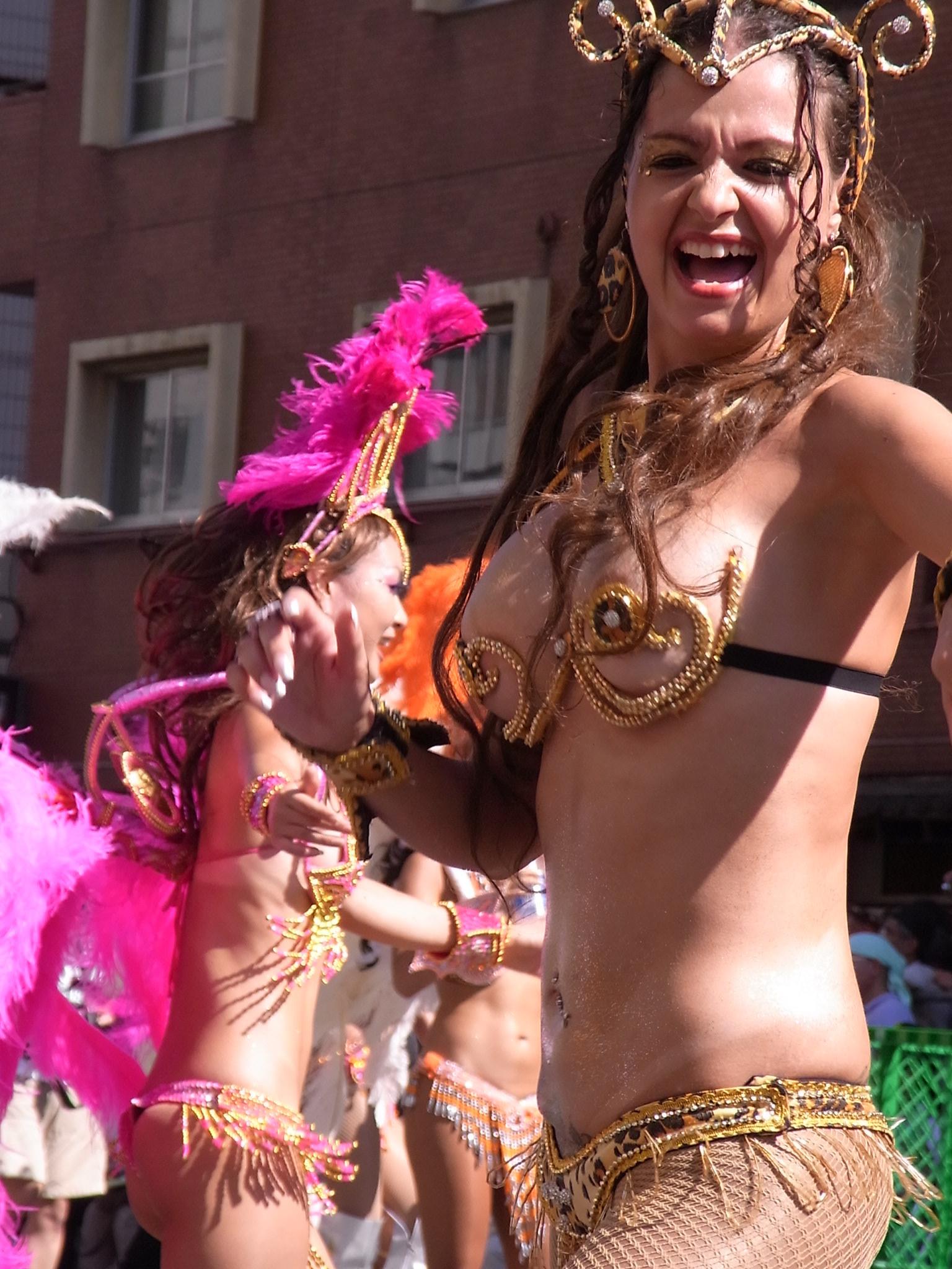 【サンバエロ画像】露骨なスケベさは伝統なので…ハミ出し上等カーニバルwww 11