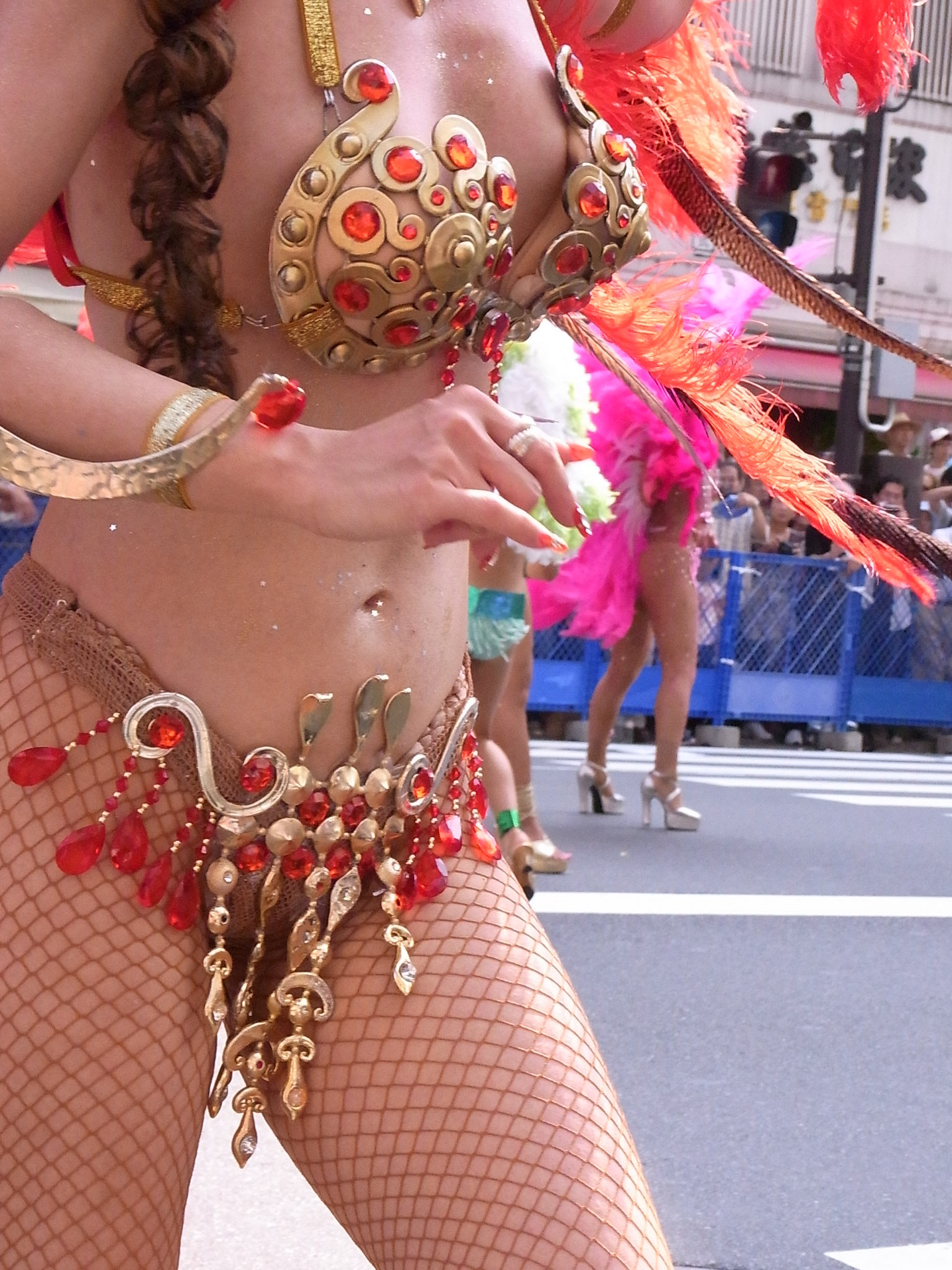 【サンバエロ画像】露骨なスケベさは伝統なので…ハミ出し上等カーニバルwww 14