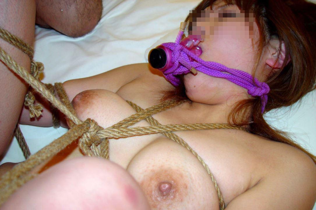 【SMエロ画像】縛ったら構ってあげてw放置が最も辛い緊縛されたM女www 07