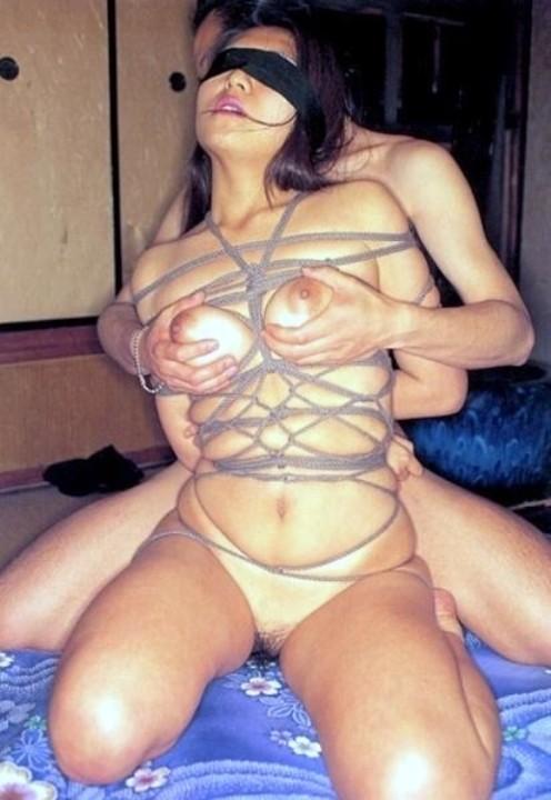 【SMエロ画像】縛ったら構ってあげてw放置が最も辛い緊縛されたM女www 09