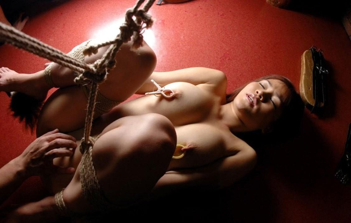 【SMエロ画像】縛ったら構ってあげてw放置が最も辛い緊縛されたM女www 16