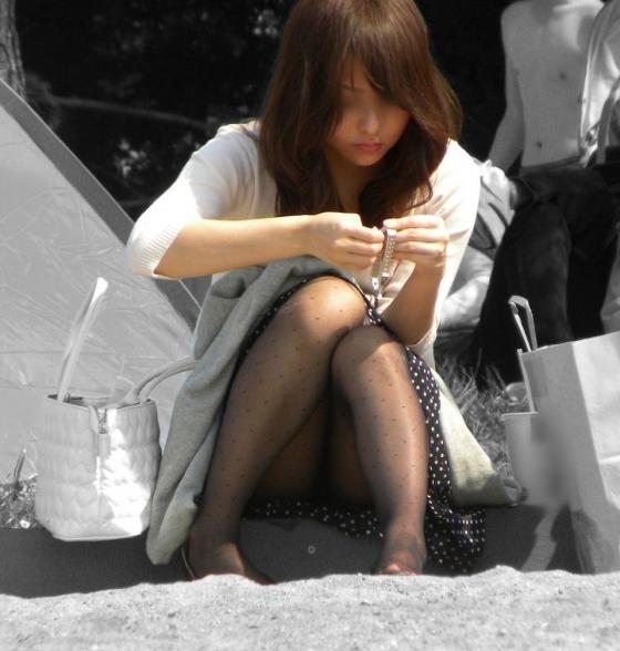 【パンチラエロ画像】エンカウント即記録!見逃せない街角パンチラの瞬間www 15