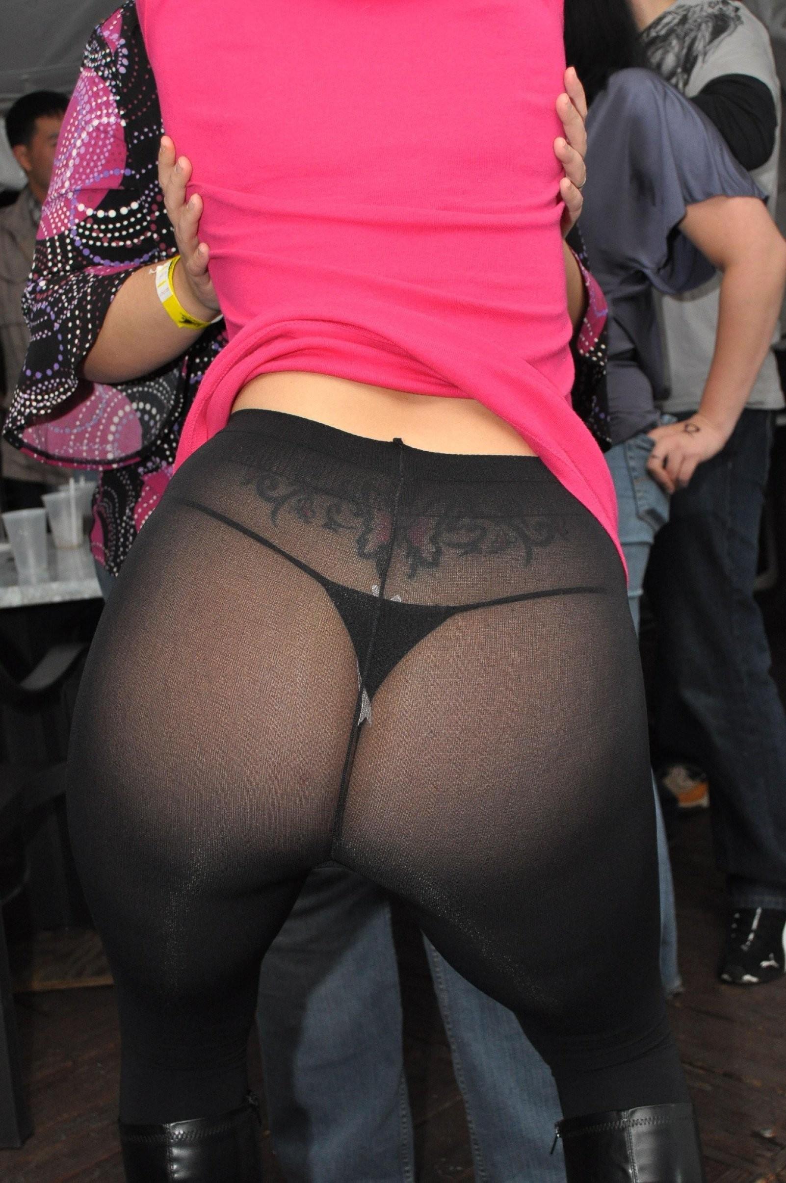 【パンストフェチエロ画像】日差し強い日以外は夏でも需要アリw黒スト&黒タイツが艶めかしい女の下半身www 16