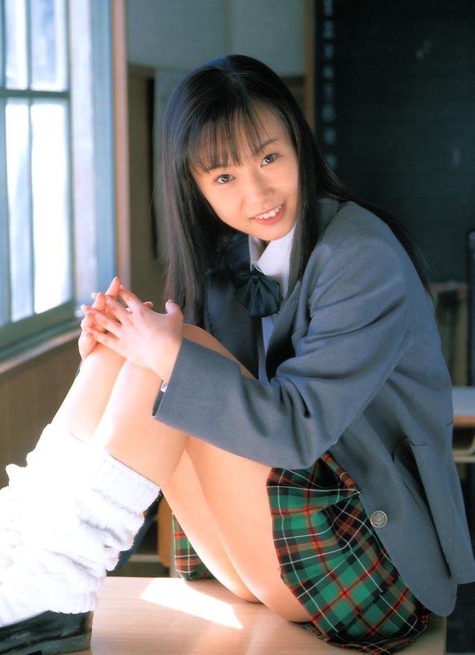 【着エロ画像】えっもしかして履いて…事実はバラしちゃならない尻の端見せwww 09
