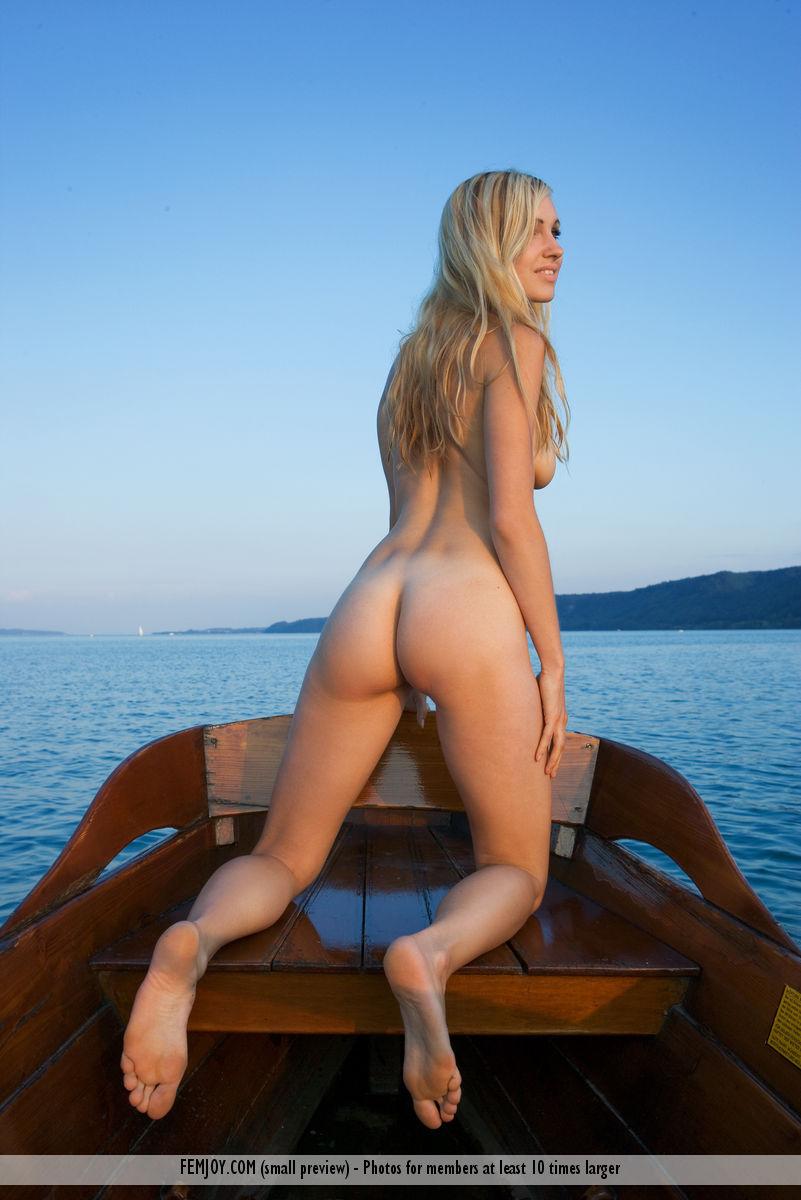 【海外エロ画像】実に叩き甲斐のある上がりっぷり!デカくて綺麗な洋モノ美尻www 05
