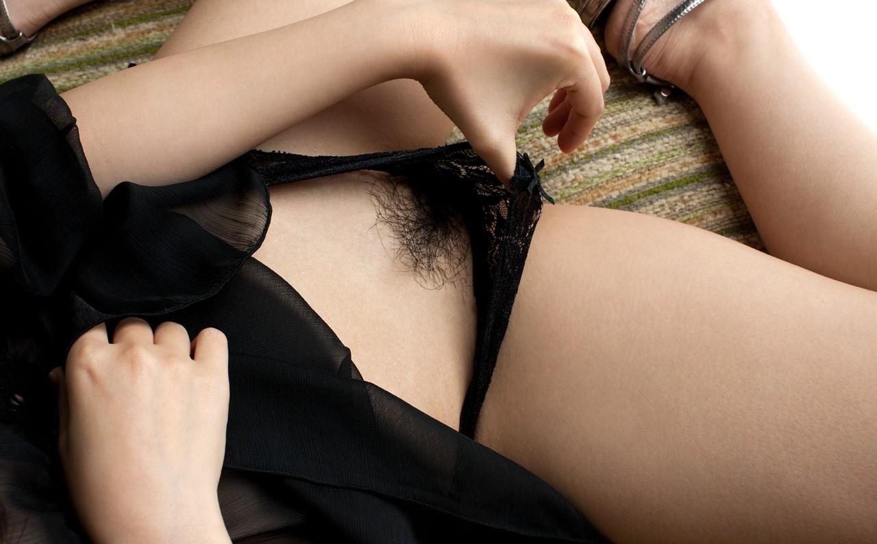 【陰毛エロ画像】パイパン流行ってますが残すのも一興w女子のヘアーは特別な存在www 12