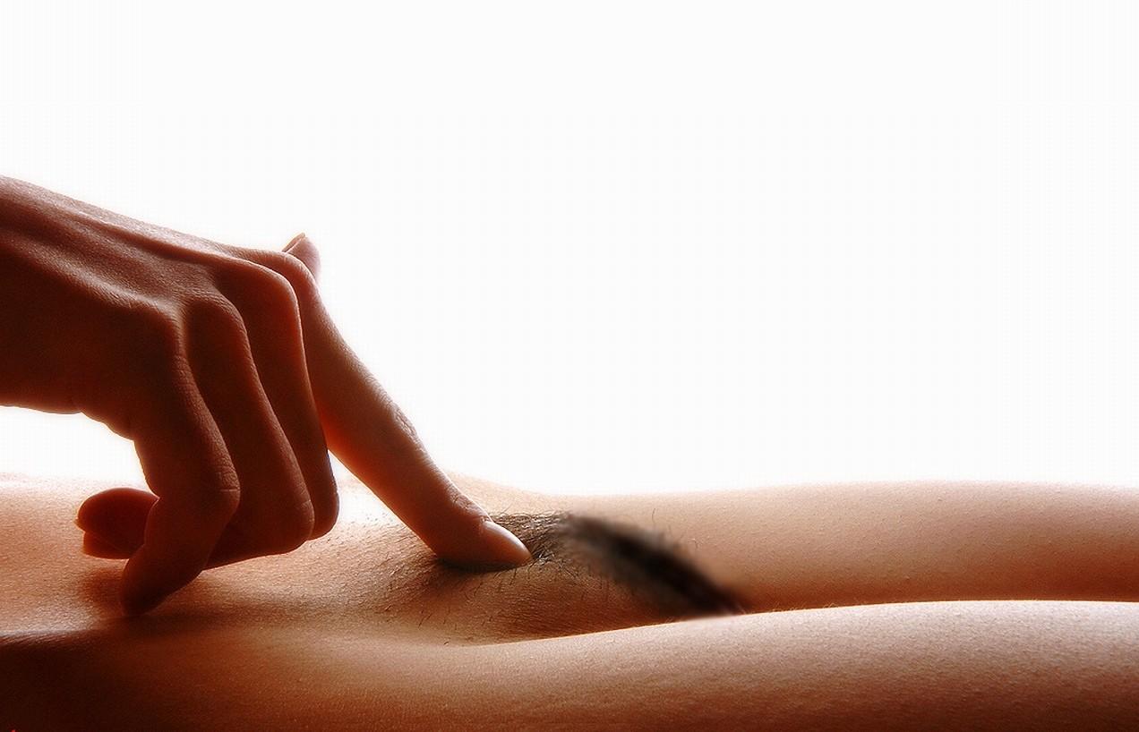 【陰毛エロ画像】パイパン流行ってますが残すのも一興w女子のヘアーは特別な存在www 14