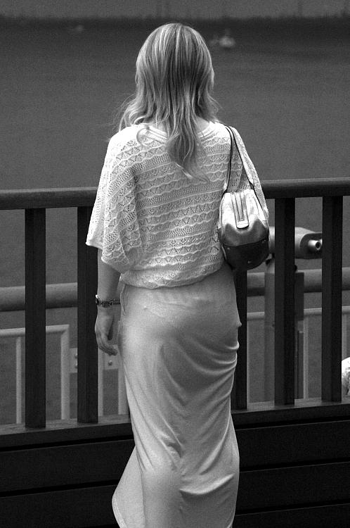 【透け下着エロ画像】高いカメラ使った成果w反則級の赤外線で下着クッキリ透けwww 09