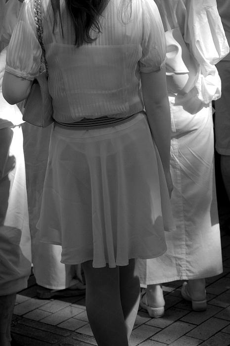 【透け下着エロ画像】高いカメラ使った成果w反則級の赤外線で下着クッキリ透けwww 16