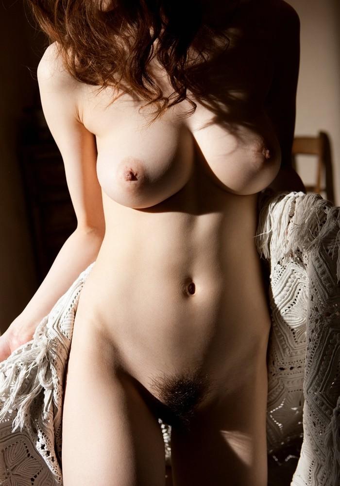 【女体エロ画像】ヤるまえに一礼しましょうw一糸まとわぬ全裸の美女www 12