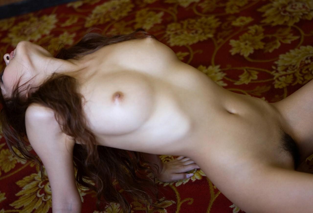 【女体エロ画像】ヤるまえに一礼しましょうw一糸まとわぬ全裸の美女www 18