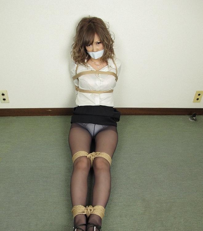 【SMエロ画像】ムッチリ成分多い程にそそる…緊縛放置されたM女の図www 10