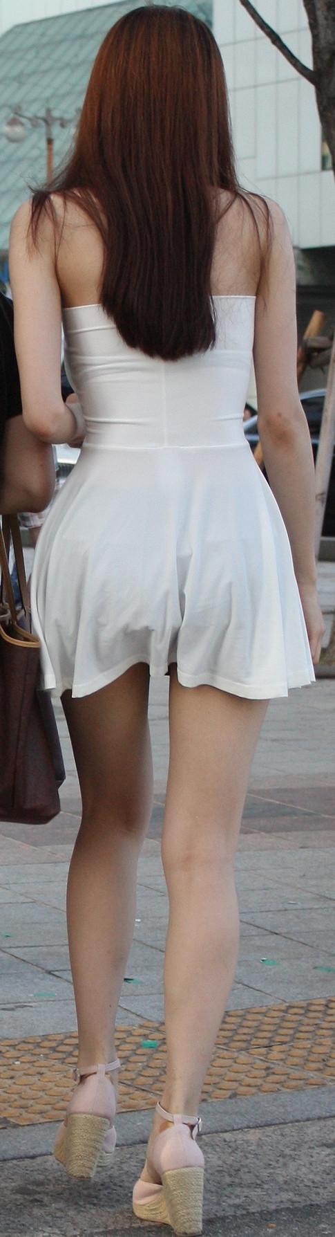 【私服エロ画像】背中出しは既に常識w夏場は露出を自重しないギャル私服www 07