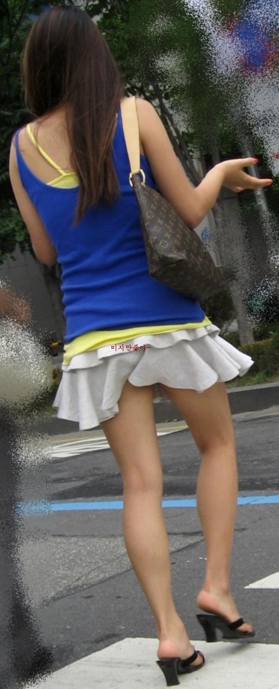 【私服エロ画像】背中出しは既に常識w夏場は露出を自重しないギャル私服www 09