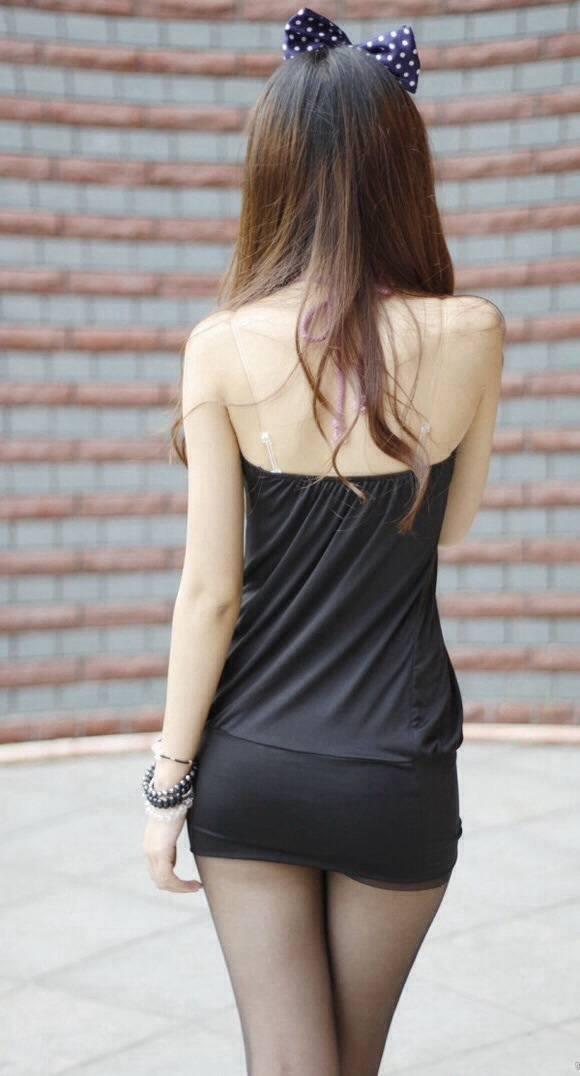 【私服エロ画像】背中出しは既に常識w夏場は露出を自重しないギャル私服www 12
