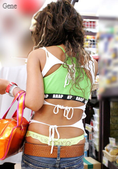 【私服エロ画像】背中出しは既に常識w夏場は露出を自重しないギャル私服www 16