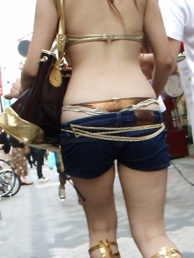 【私服エロ画像】背中出しは既に常識w夏場は露出を自重しないギャル私服www 18