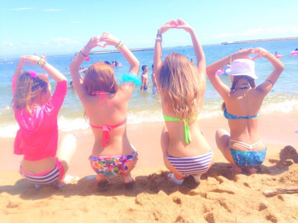 【夏エロ】海プールでお尻おっぱいをプルプルさせてる水着ギャルがヤバいwwwwwwwwww