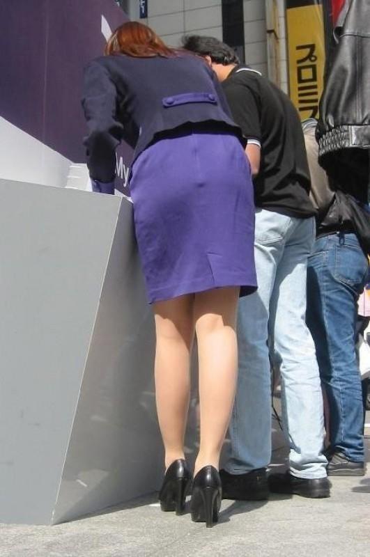 【OLエロ画像】触れたらきっと柔らかw街で見かけるOLさんの丸くて大きいタイト尻www 05