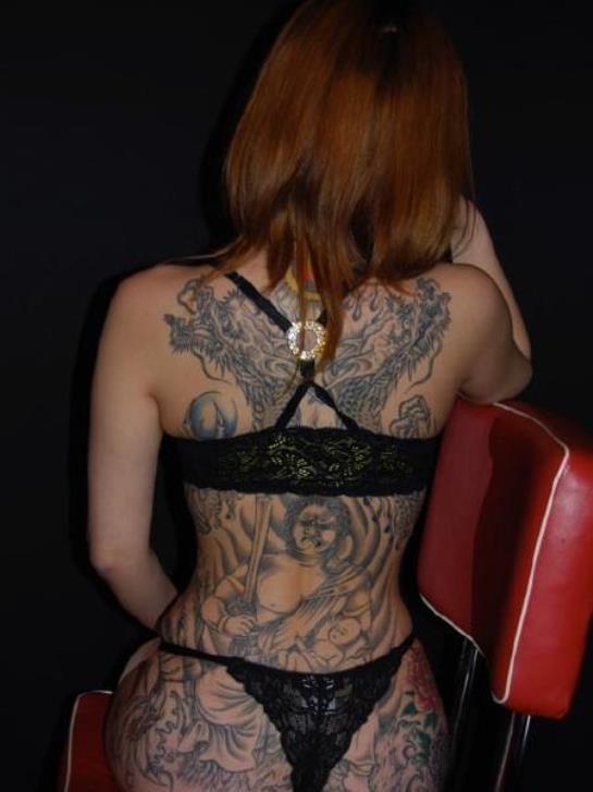 【女体エロ画像】ヘタレですいませんorz思い切らなきゃ抱けないタトゥー美女www 17