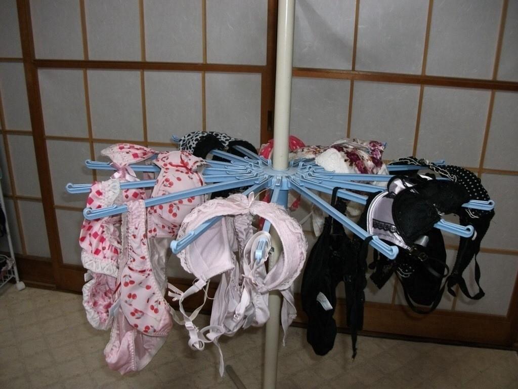 【下着フェチエロ画像】一体どんな人がコレを…持ち主が気になる洗濯後の下着www 12