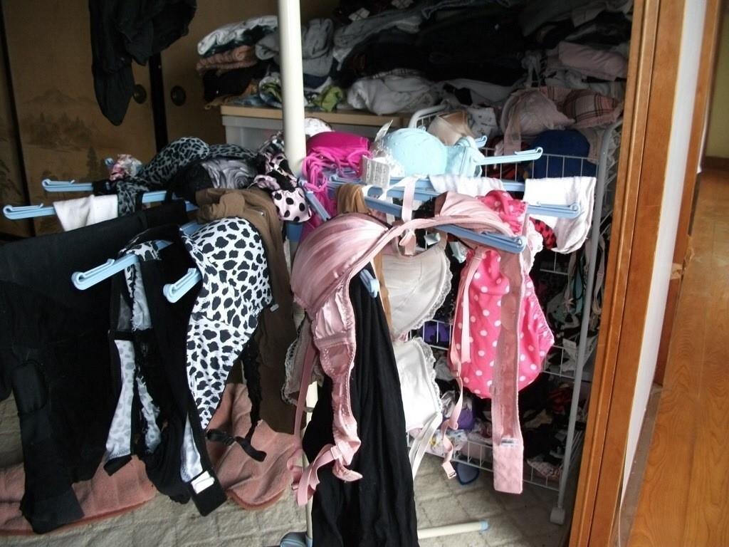 【下着フェチエロ画像】一体どんな人がコレを…持ち主が気になる洗濯後の下着www 16