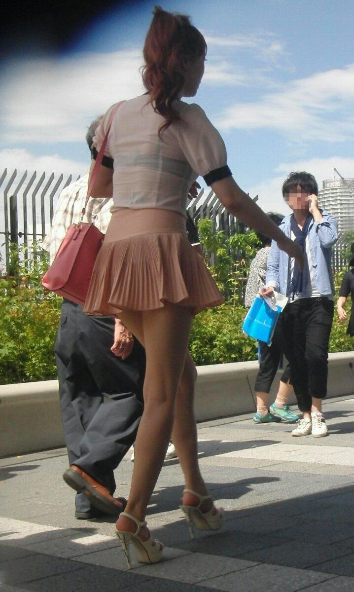【透けブラエロ画像】わざわざ見える上着で…見せている感は疑いなしの街撮り透けブラwww 09