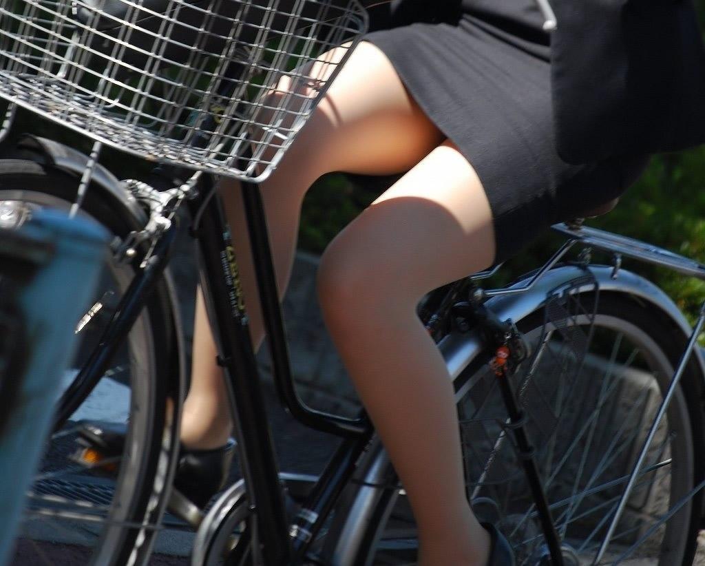 【美脚エロ画像】パンチラ狙いだけじゃない!美脚にも目を向けるべきチャリ娘www 06